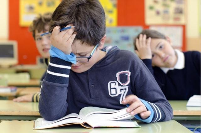 音楽を聴きながら勉強すると脳の処理能力が下がる
